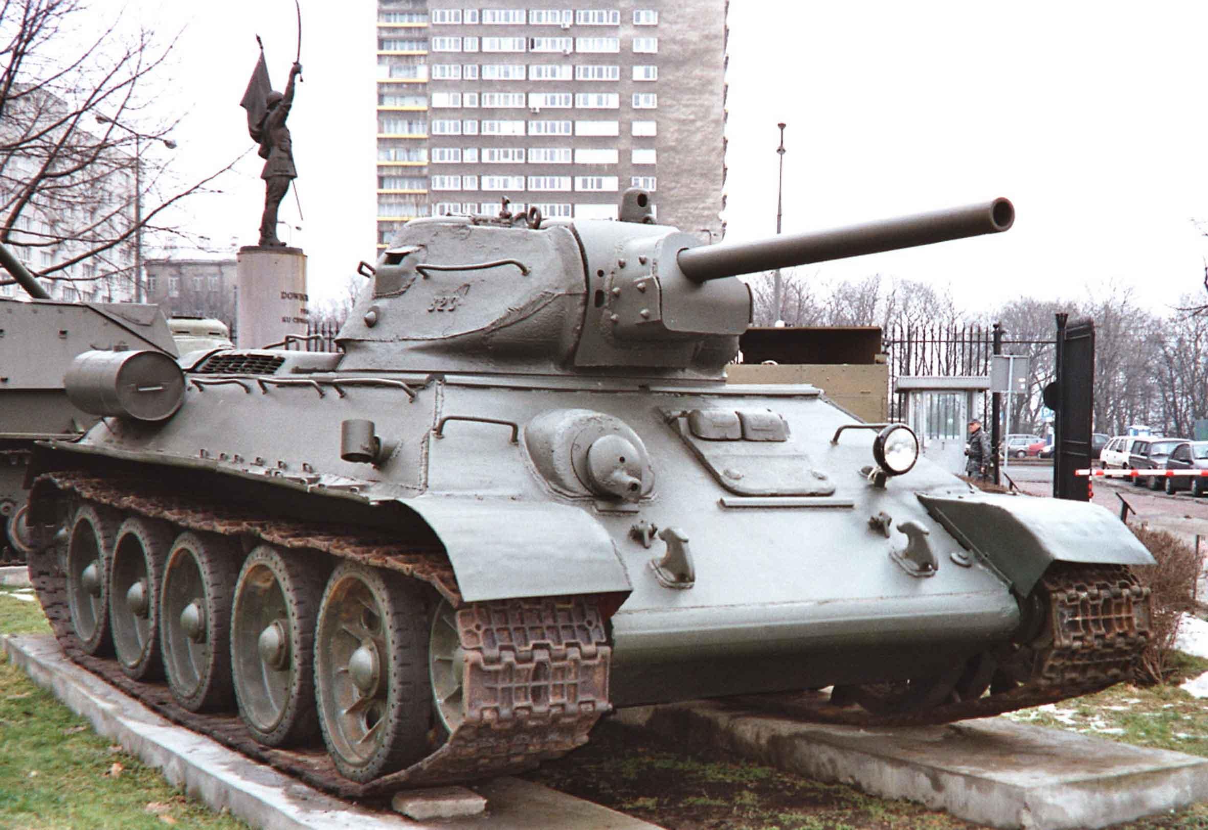 Czołg średni T-34 model 1942 z 1. Brygady Pancernej im. Bohaterów Westerplatte