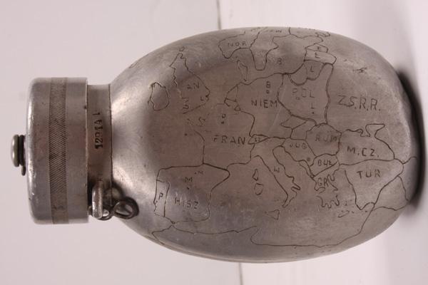Manierka wz. 38 z wyrytą mapą Europy