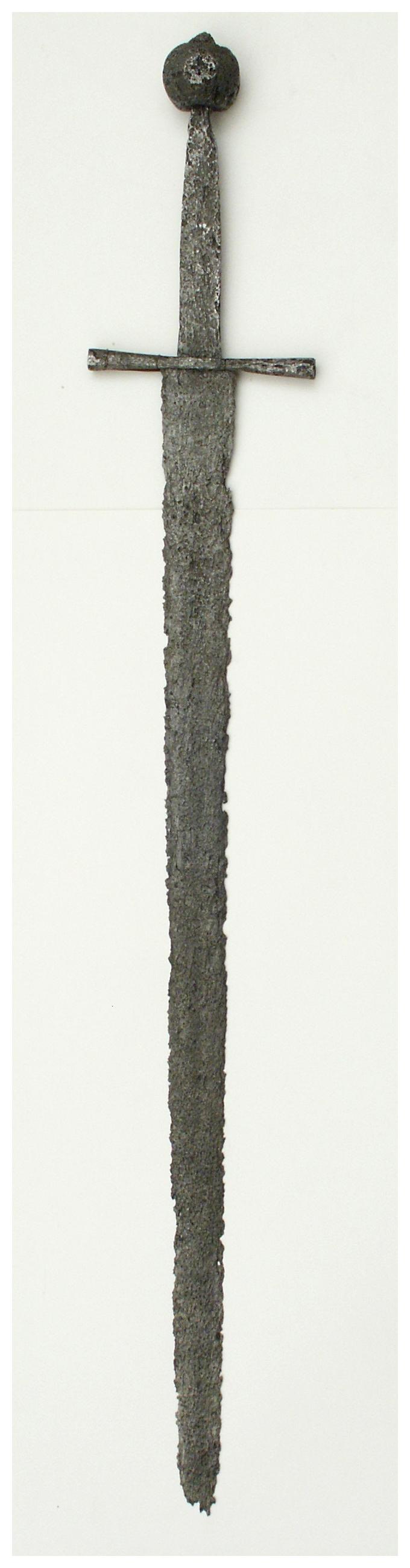 Miecz z XIII/XIV wieku; znaleziony w m. Przydatki pow. Sztum,