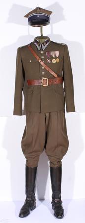 Mundur służbowy majora Franciszka Kwaśnika dowódcy 3. baonu 66. Kaszubskiego Pułku Piechoty Imienia Marszałka Józefa Piłsudskiego