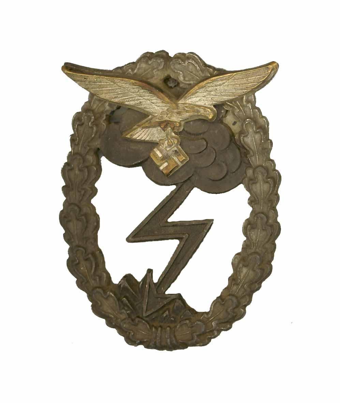 """Odznaka """"Za walkę naziemną Luftwaffe""""      (Erdkampfabzeichen der Luftwaffe)"""