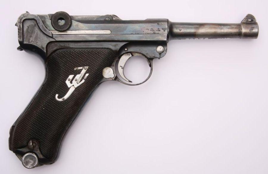 Pistolet P08 Parabellum zdobyty przez partyzanta AK