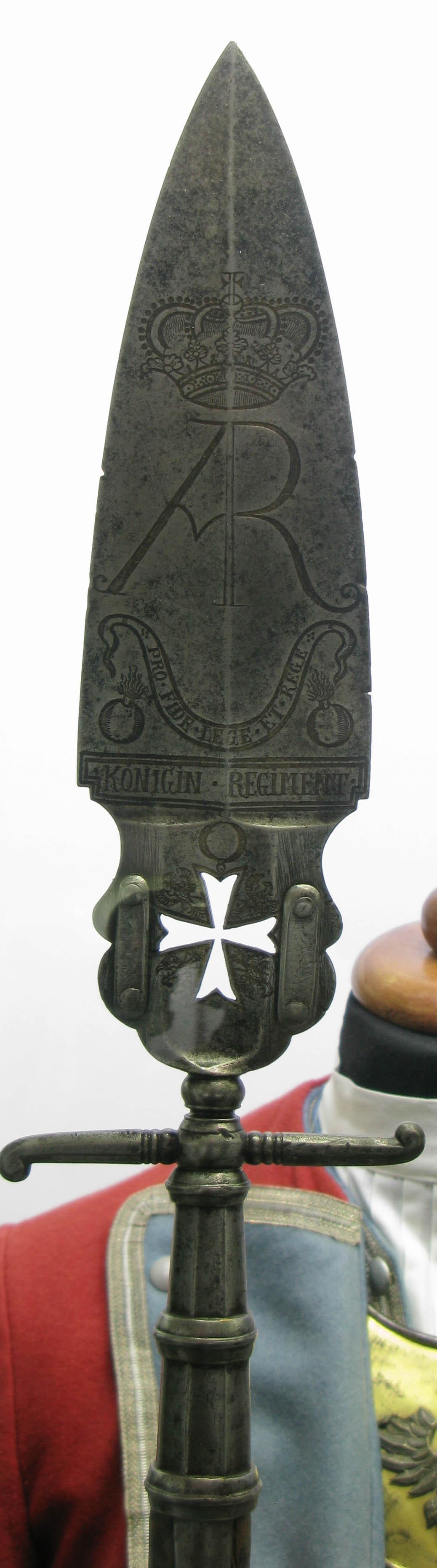 Szponton oficerski regimentu pieszego Królowej z okresu panowania Augusta II Mocnego
