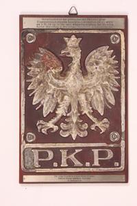 Tabliczka z polskim godłem z lokomotywy zdjęta przez niemieckich żołnierzy