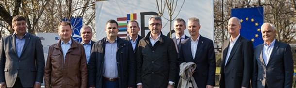 """""""To my tworzymy NATO"""" - spotkanie ministrów obrony państw B9"""