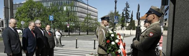 98 urodziny Muzeum Wojska Polskiego - przed pomnikiem Marszałka Piłsudskiego