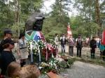 Odsłonięcie tablicy poświęconej lotnikom alianckim w Michalinie pod Warszawą 15 sierpnia 2021 r.