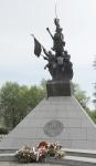 Przed pomnikiem Hallerczyków