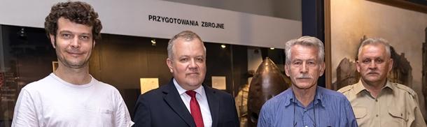 """Rodzina dowódcy Batalionu """"Zośka"""" z wizytą w Muzeum Wojska Polskiego"""