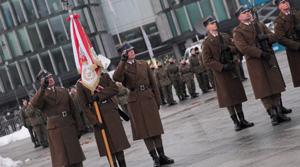 Uroczysta zmiana wart przed Grobem Nieznanego Żołnierza