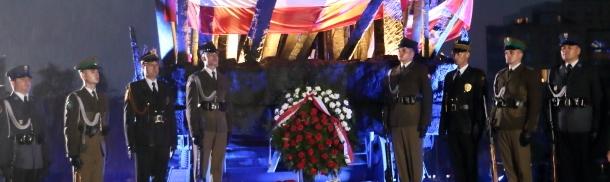 Złożenie kwiatów przy Pomniku Poległym i Pomordowanym na Wschodzie