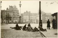 Fotografia, pluton karabinów maszynowych 30. Pułku Piechoty na Placu Zamkowym w Warszawie, (12 maja 1926 r. godz. 18:00).