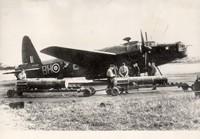 """Fotografia, bombowiec Vickers Wellington z polskiego 300. Dywizjonu Bombowego """"Ziemi Mazowieckiej"""" (1942 r.)."""